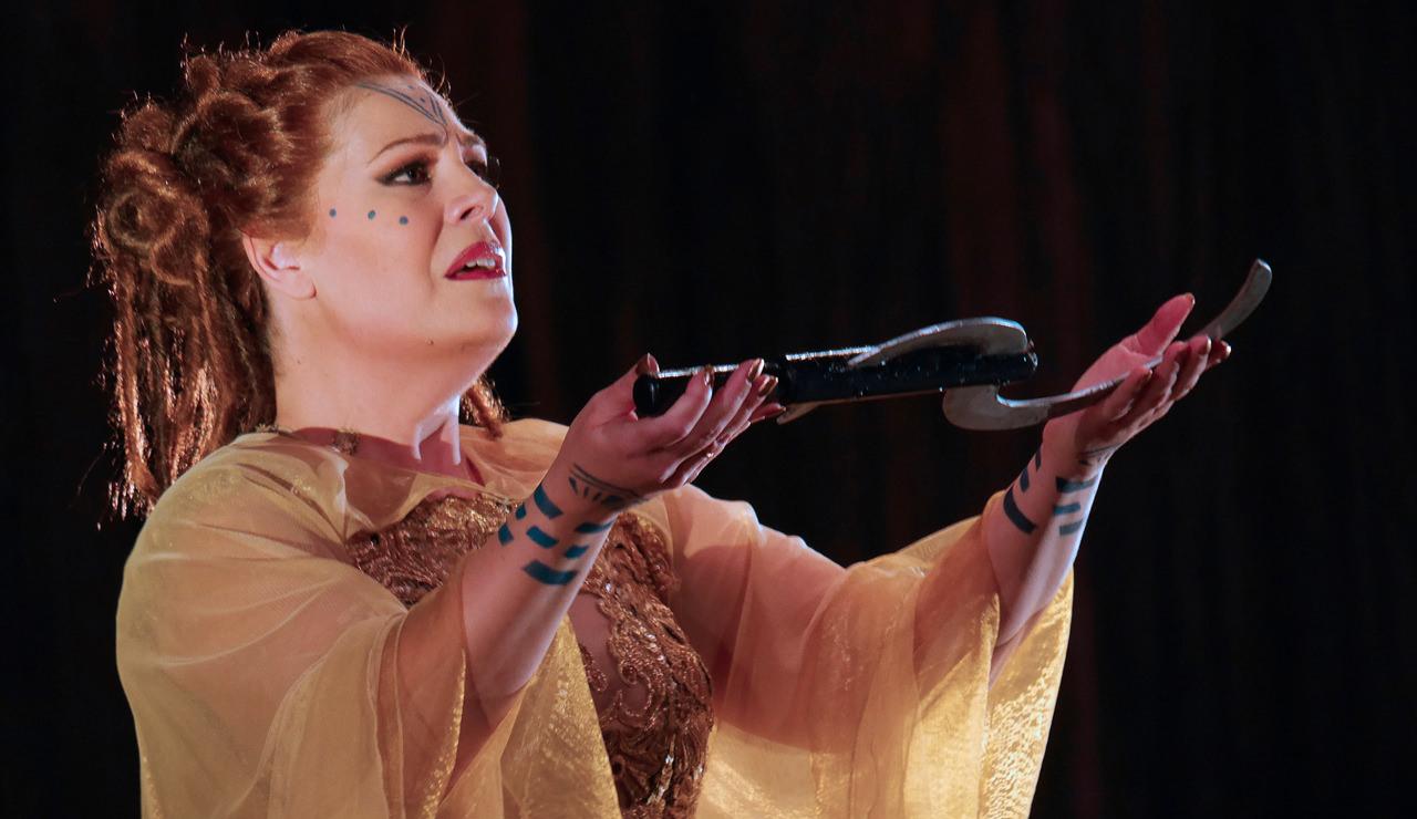 Opera Star Sondra RADVANOVSKY in Recital